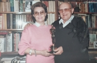Růžena and Karel with the Oscar statuette