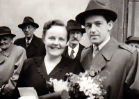 A joint photograph with the then-future wife after her graduation at the Faculty of Medicine