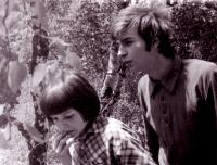 Jiří Zajíc (vpravo) na táboře, 1975