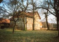 Rodný dům v Lutzbergu před podáním žádosti o vycestování, nuceným přesídlením a útěkem do západního Německa