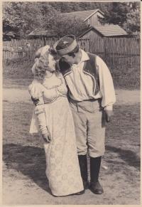 Libuše Trpišovská a František Lhoťan v divadelní hře Princezna Pampeliška