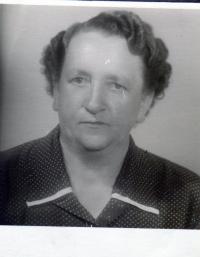 Růžena Glajchová, nee Černá, mother of the witness, year 1906
