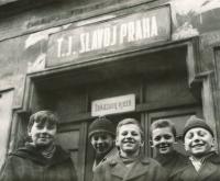 Jiří Zajíc (druhý zleva), cca 1963-64