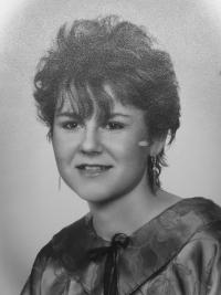 Monika Brázdová na fotografii z maturitního tabla