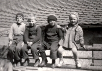 Petr Bureš (completely left) with other children in Starý Dvůr (in 1958)
