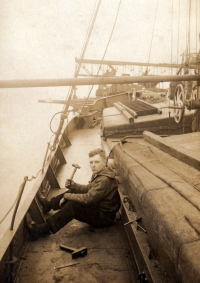Father of P. Bureš as a hired labourer, here working on a boat in Germany Německo in 1930