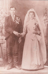 Wedding of Ján´s grandparents in USA (1901)