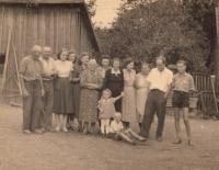 Rodina. Jan Kreysa sedí v popředí