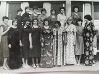 Prvá trieda, ktorú vyučovala Jarmila Krátka. Jarmila = prvá zľava v dolnom rade. First class, which was taught by Jarmila Kratka (first from the left in the lower row)