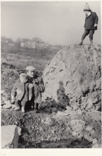 Daniel Balabán with his brother and father on a mound in Ostrava-Hrabůvka. Early 1960s