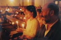 Modlitba Taizé v Prostějově v 90. letech, vpravo manžel Miloš Košíček