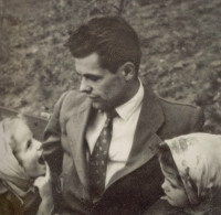 The witness first with his daughters in Prague in 1960