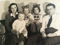 Eliška Bočková s rodiči a sourozenci