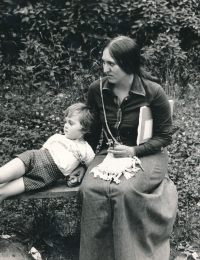 Lenka Kocourová with her daughter Anna in 1975