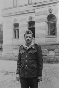 Milan Tichák během vojenského cvičení v Moravské Třebové