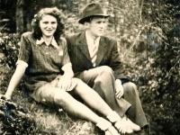 Snoubenku Marii Vávrovou, čekající Hasilova syna Josefa, chtěl do svobodného světa proslulý převaděč dostat hned několikrát. Odchod však opakovaně odmítala.
