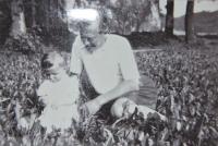 1934, malý Pavel s tatínkem
