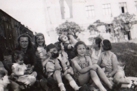 Dagmar and her friends. 1945