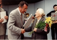 950. výročí založení Břeclavi, předávání ceny paní Kamile Sojkové, 28. 9. 1996