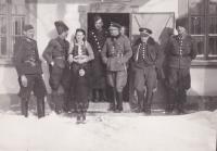 Anna Murtinová s členy fin. stráže, 1938-39, Hrašovík