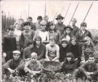 Zdeněk Hrubý na chmelové brigádě v roce 1967