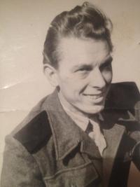 Richard Drábek na vojně u PTP v roce 1953