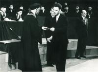 Pavel Jelínek přebírá vysokoškolský diplom, Liberec, 1958