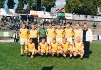 """Ján Geleta (v dolní řadě zcela vpravo) se """"starou gardou"""" Dukly, 90. léta"""
