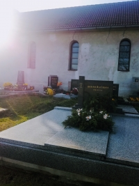 Rodinná hrobka Blažkových na evangelickém hřbitově v Sázavce