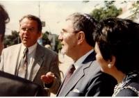 Návštěva Raphaela Gvira, velvyslance Izraele, v Břeclavi, 25. 6. 1996, na fotografii Zdeněk Hrubý