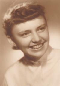 Věra Rolečková v červnu 1955
