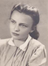 Věra Rolečková, dcera mlynáře Josefa Blažka, v době, kdy jí bylo čtrnáct let (1951)