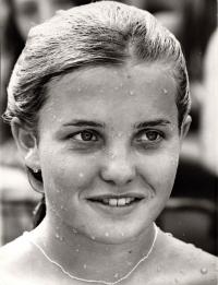 Milena Duchková v bazénu v Praze-Podolí, 1971