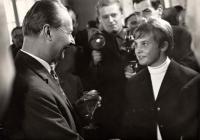 Milena Duchková s Alexanderem Dubčekem na Pražském hradě po návratu z OH v Mexiku 1968