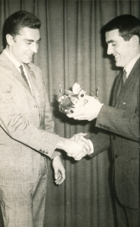 Jiří Daler (left) receives the award of King of Cycling from Pavel Doležel in 1966