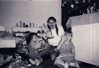 The witness with children during Christmas 1987