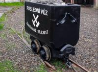 Poslední vytěžený důlní vůz z dolu Rožná 1