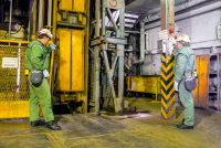 Zaměstnanci těžby na ohlubni jámy R 1