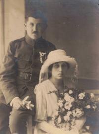 Svatební fotografie babičky Rely a dědečka Antonína Šestáka, Praha asi 1922