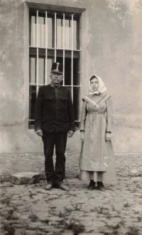Babička Rela v ženském vězení v Řepích u Prahy, 1917