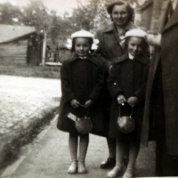 Marie Veselá with her daughters