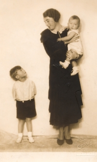 Vladimír Grégr (on the left) with his mother and his brother, Eda, around 1934