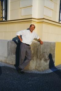 Vladimír Grégr in front of the house in Hálkova Street