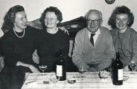 Setkání se sestrou během její návštěvy v Čechách začátkem 60. let, sestra se formálně vystěhovala