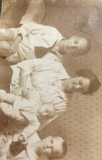 s mamou a bratom