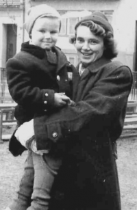 Jiří Fráňa with his mother Jiřina in 1950, after his father had been imprisoned