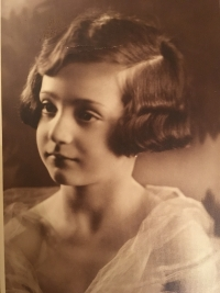 small Lívia Herzová  in 1933