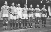 His father, Milan Fráňa, first from the left, with a Moravian handball team during the Czech handball cup