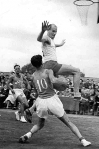 His father,  Milan Fráňa,  defending during a match with Bulgaria