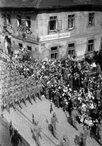 US Army at the corner of Solní and Sedláčkova street in Pilsen (Plzeň); May 1945
